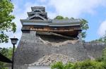 崩れた熊本城の城垣