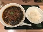 昼メシには黒胡麻担々麺が好き。