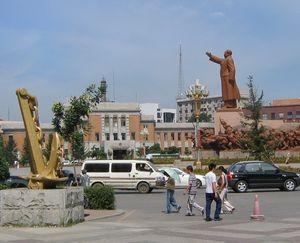 中山広場の毛沢東像