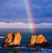 海に立つ虹