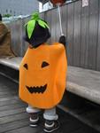 赤、Halloweenで仮装する