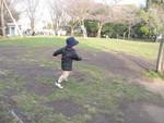西郷山公園で走り回る赤