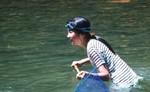 成瀬川に遊ぶ。2000年8月撮影
