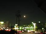 窓からキレイな月が見えました