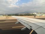 済州島を飛び立つ飛行機の窓から望む漢