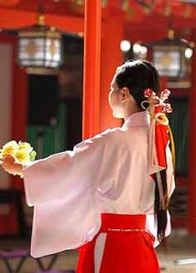 生田神社の巫女