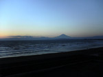 水族館から撮影した富士山