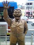 亀有駅北口の両さん銅像