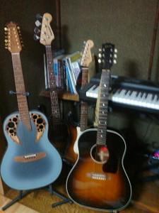 自宅の楽器たち