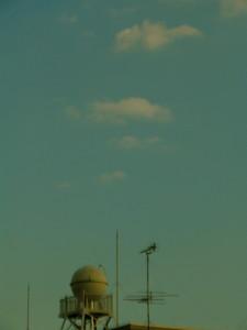 給水塔と夕日
