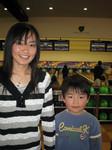 ボウリング場にて、姪と次男