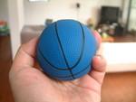 ふにゃふにゃのミニチュアバスケットボ