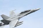 離陸後、急旋回するF/A-18D