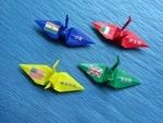 世界の国旗と外国漢字表記の折り鶴
