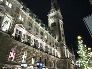 ハンブルク市役所とクリスマスマーケッ