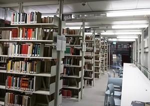 図書館はまだ夏休みの雰囲気?