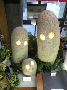 香川県庁ロビーにて。
