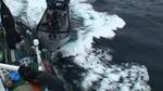 2.2.2014 妨害船、調査船船尾に接触