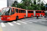 世界中で活躍する長大な連接バス