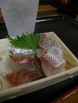味の笛にて、鯛刺身¥400