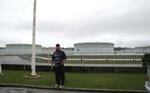 沖縄石油基地にて