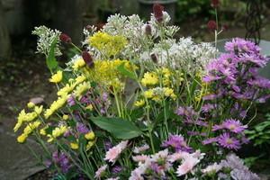 墓前にお供えする花